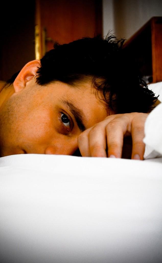 1243928_97069126 homem dormindo  insonia menor